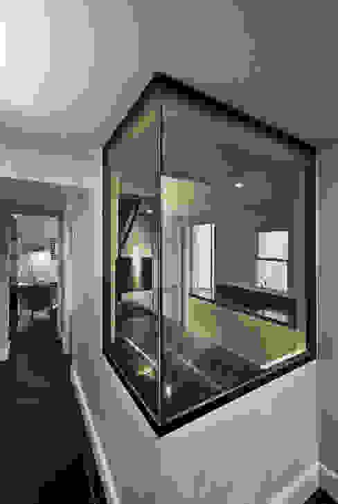 Hallway and kitchen window Modern corridor, hallway & stairs by ÜberRaum Architects Modern