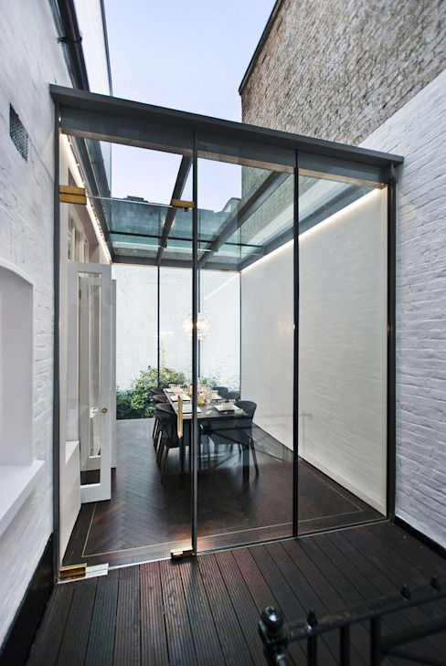 The new conservatory Modern conservatory by ÜberRaum Architects Modern