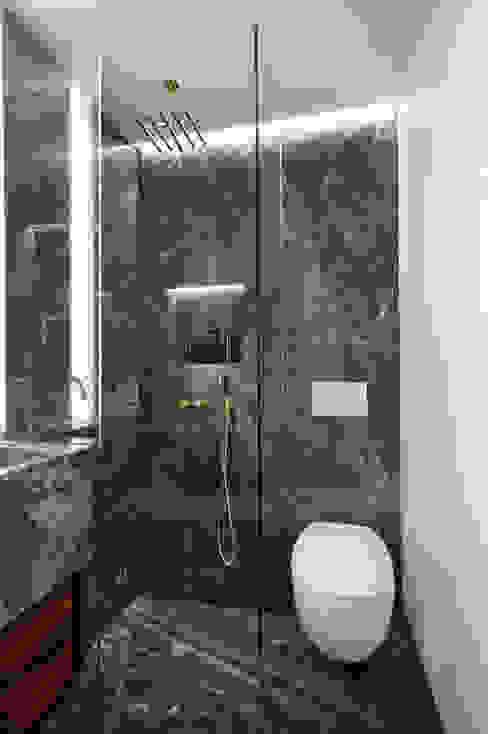 Bathroom Modern bathroom by ÜberRaum Architects Modern