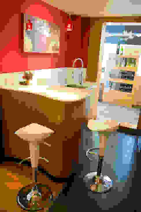 cocina exclusiva zona barra de TESTA studio Moderno