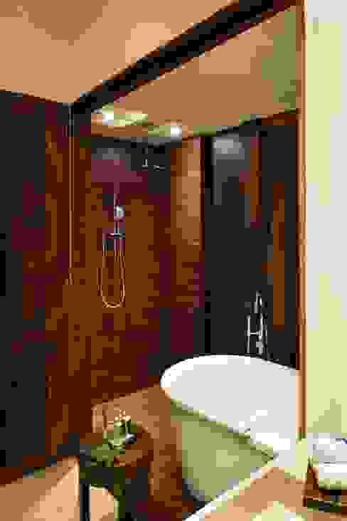 Hotel Matlali Selva Baños de estilo tropical de BR ARQUITECTOS Tropical Madera Acabado en madera