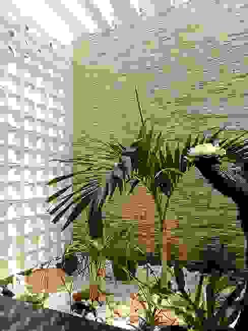 Jardim de inverno com cobogó:   por CARDOSO CHOUZA ARQUITETOS,