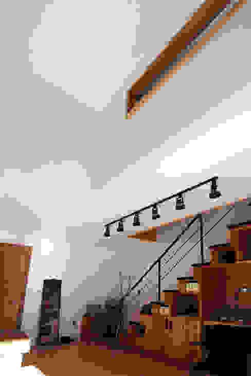 Pasillos y recibidores de estilo  por SHIN DESIGN LAB 신디자인랩, Moderno