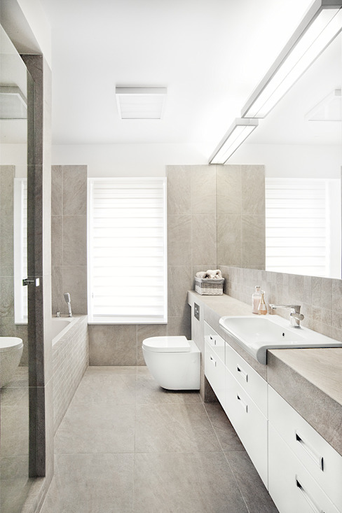 Baños de estilo  por PL+sp. z o.o. , Moderno