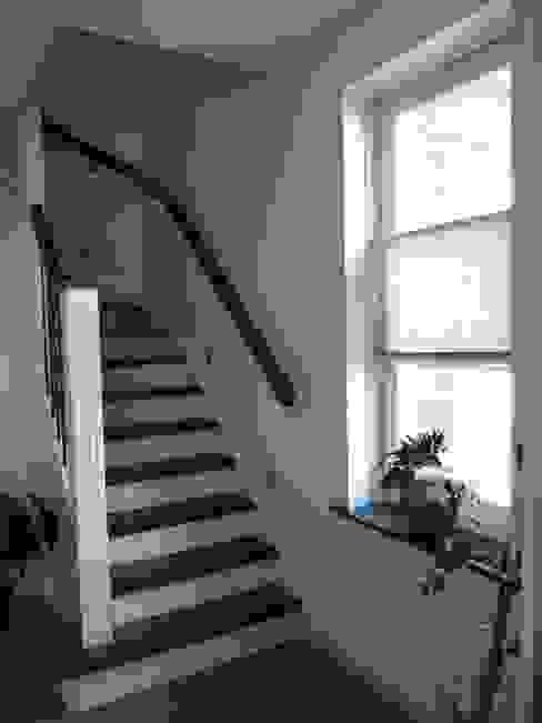 Interieur nieuwbouw villa Velddriel Klassieke gangen, hallen & trappenhuizen van Villa Delphia Klassiek