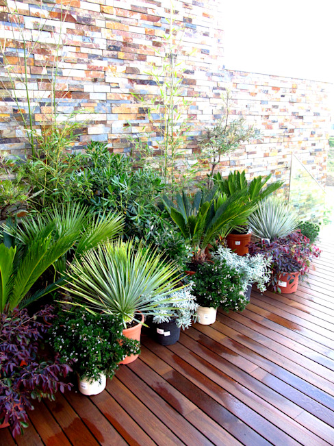 ACTUAL SOLUCÕES Mediterranean style balcony, veranda & terrace