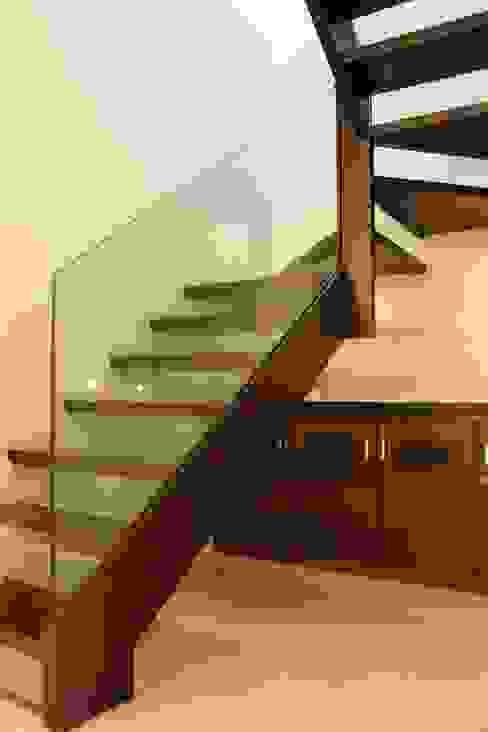Apartment at Embassay Woods Modern corridor, hallway & stairs by In-situ Design Modern
