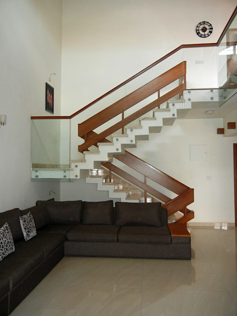 Villa at Ezperenza, Whitefield Modern corridor, hallway & stairs by Interiors By Suniti Modern