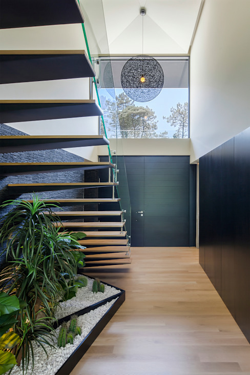 Main entry of the House Modern Corridor, Hallway and Staircase by INAIN Interior Design Modern
