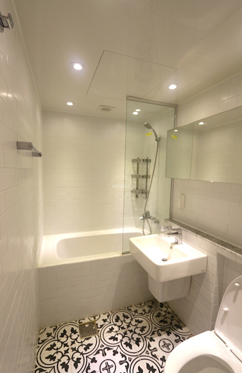 작은집 넓게 쓰는 빌라인테리어_ 20py 스칸디나비아 욕실 by 홍예디자인 북유럽