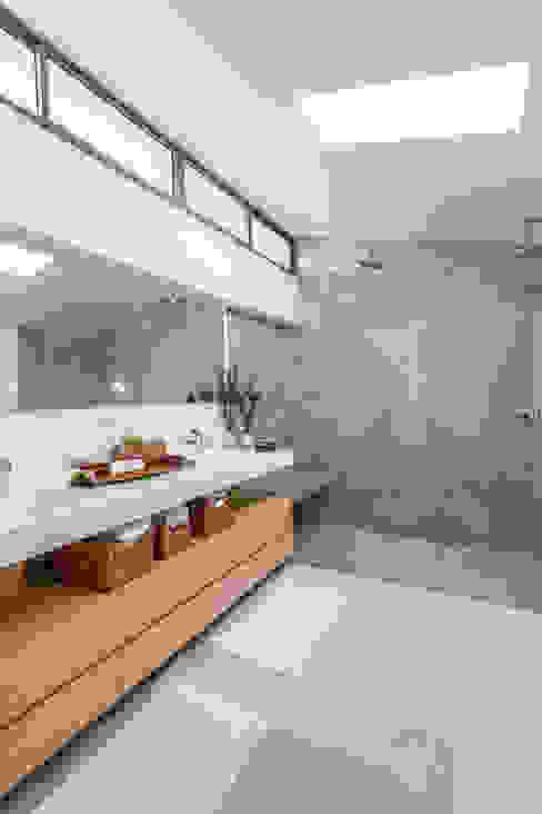 BOSQUES DE PROVENZA: Hoteles de estilo  por PLANTA BAJA ESTUDIO DE ARQUITECTURA,