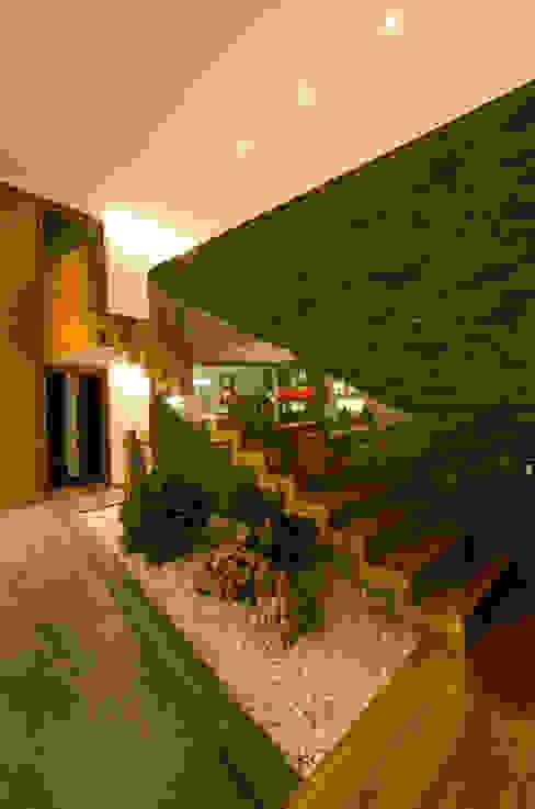 Ingresso, Corridoio & Scale in stile tropicale di PLANTA BAJA ESTUDIO DE ARQUITECTURA Tropicale