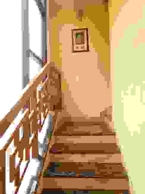 Modern Corridor, Hallway and Staircase by Rita Mody Joshi & Associates Modern