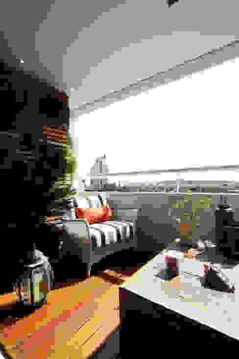 Apartamento Pinheiros 2 Varandas, alpendres e terraços modernos por Officina44 Moderno