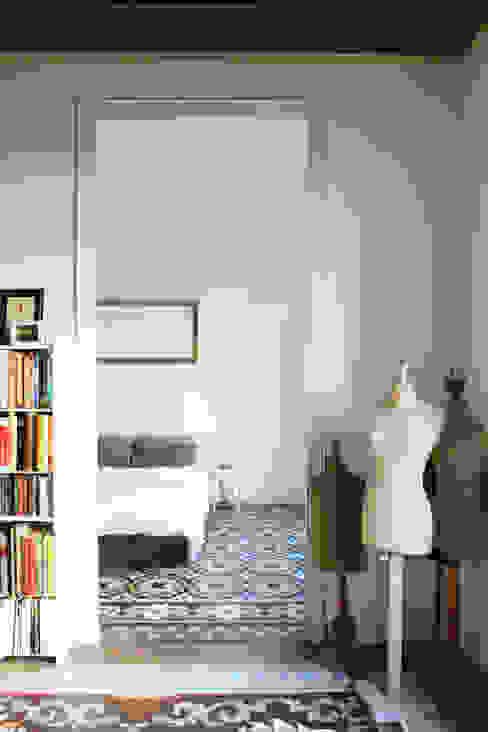 Camera da letto in stile mediterraneo di homify Mediterraneo