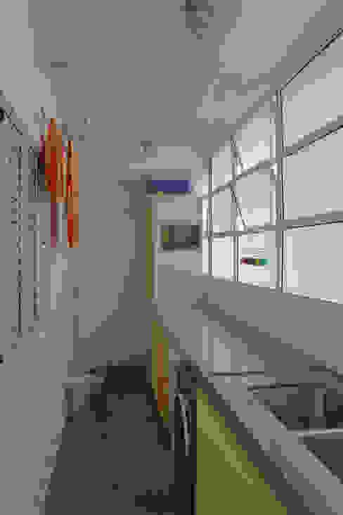 área de serviço - lavanderia ap bossa Cozinhas modernas por omnibus arquitetura Moderno