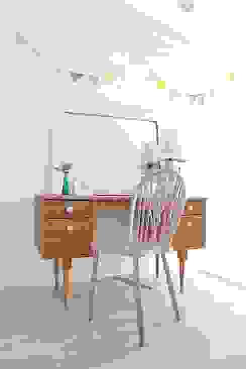 長靴をはいたフラミンゴ 1950's 英国アンティーク: おしゃれな椅子店が手掛けたスカンジナビアです。,北欧 木 木目調