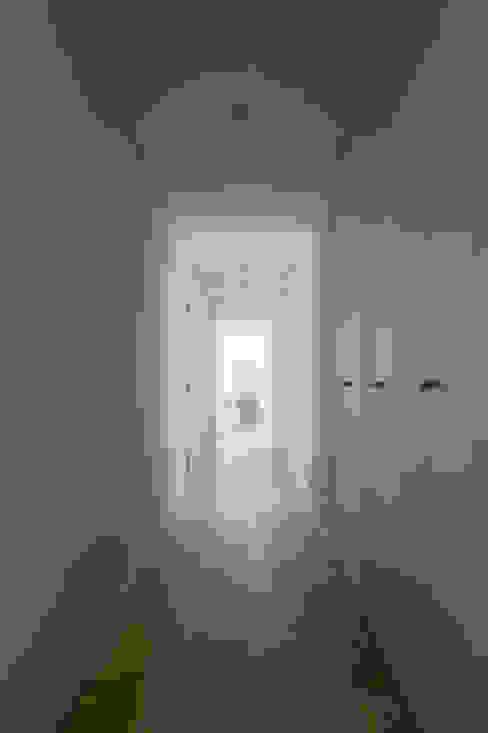 Casa Sol Corredores, halls e escadas modernos por Atelier Data Lda Moderno