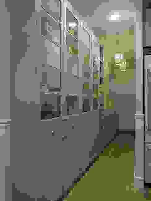 Nueva toma de la despensa Cocinas de estilo clásico de DEULONDER arquitectura domestica Clásico