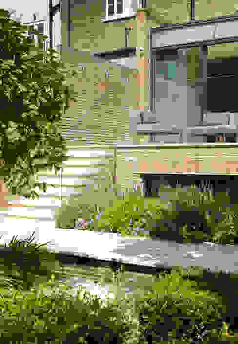 Garden Terrace at Newton Road House in Westbourne Grove Moderne balkons, veranda's en terrassen van Nash Baker Architects Ltd Modern