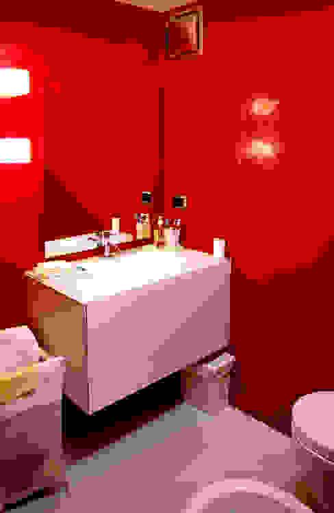 LAD studio Modern bathroom