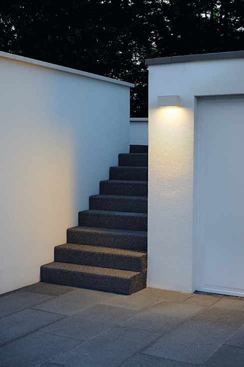 Theos 102 E27 Moderner Balkon, Veranda & Terrasse von homify Modern Aluminium/Zink