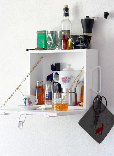 shelf made of box von homify Minimalistisch Holzwerkstoff Transparent