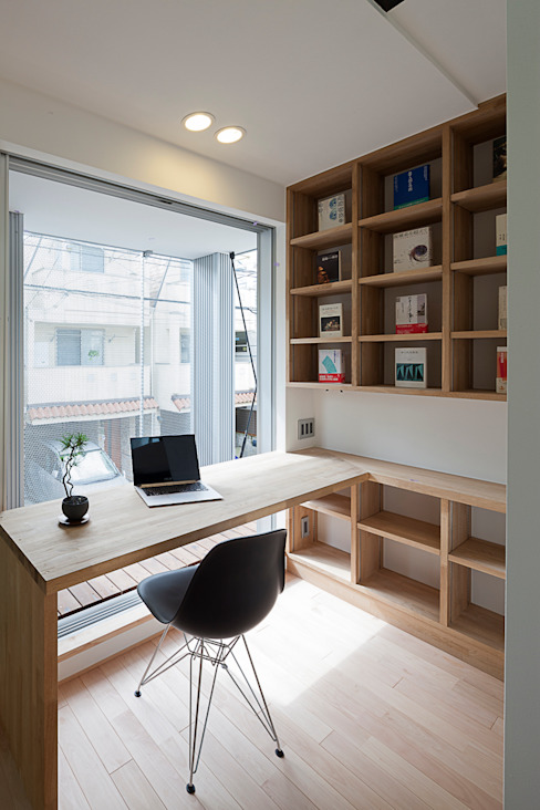 Modern Study Room and Home Office by 根來宏典建築研究所 Modern Wood Wood effect