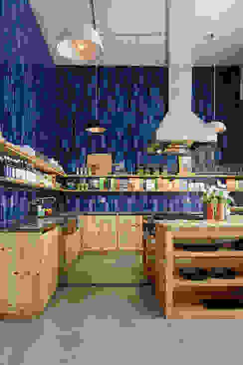 Cozinhas coloridas : Cozinha  por Casa de Valentina