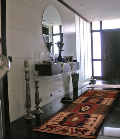 Ü.Y Evi Çekmeköy STİLART MOBİLYA DEKORASYON İMALAT.İNŞAAT TAAH. SAN.VE TİC.LTD.ŞTİ. Modern Koridor, Hol & Merdivenler