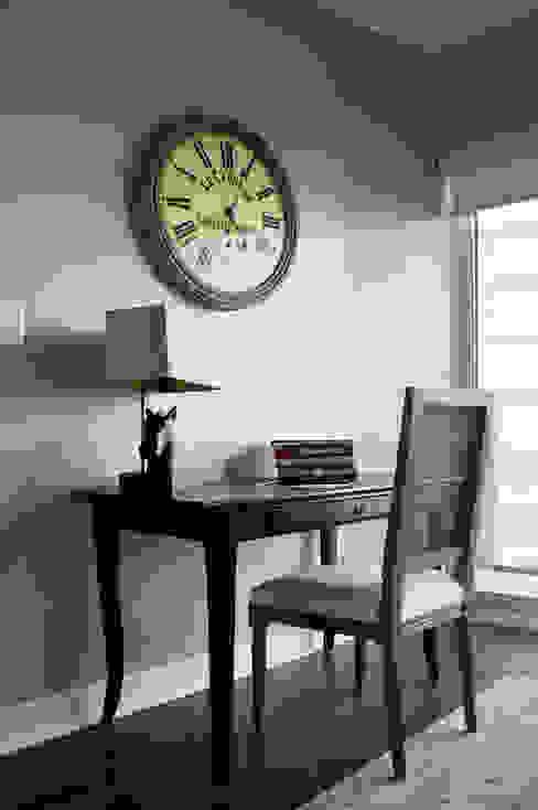 Appartement, 2012 Bureau classique par ANNA DUVAL Classique