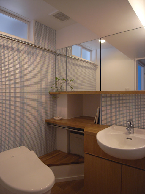 Scandinavian style bathrooms by ヤマトヒロミ設計室 Scandinavian