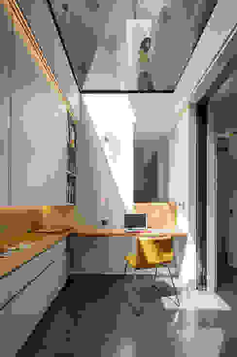 Brackenbury House Moderne mediakamers van Neil Dusheiko Architects Modern