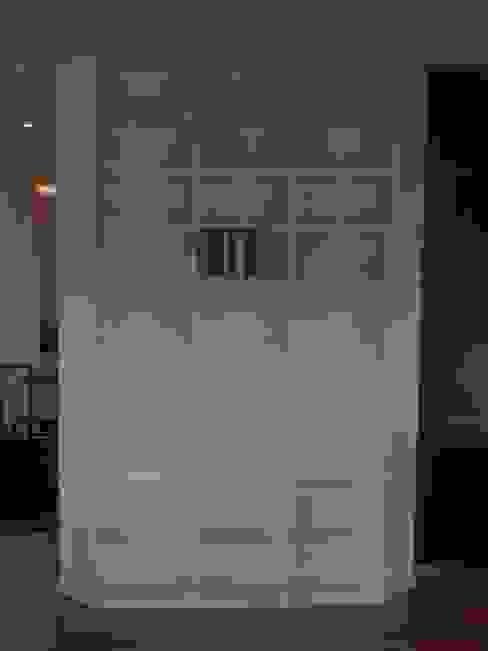 Bücherregal lackiert:  Wohnzimmer von ARTfischer Die Möbelmanufaktur.,