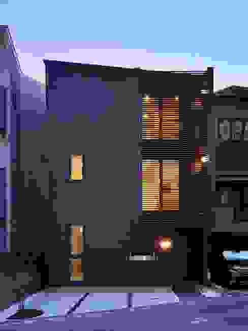 Modern home by 6th studio / 一級建築士事務所 スタジオロク Modern
