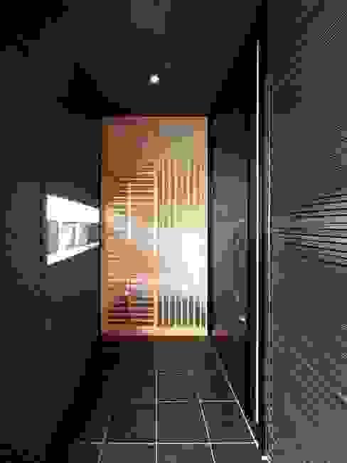 玄関ポーチ モダンデザインの テラス の 6th studio / 一級建築士事務所 スタジオロク モダン