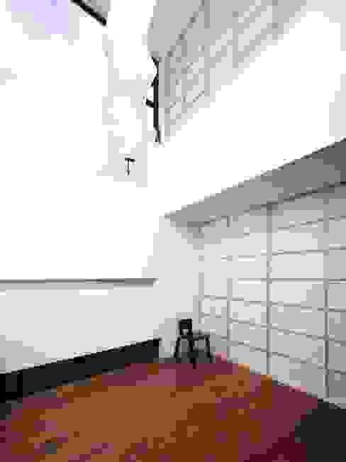 リビング モダンデザインの リビング の 6th studio / 一級建築士事務所 スタジオロク モダン