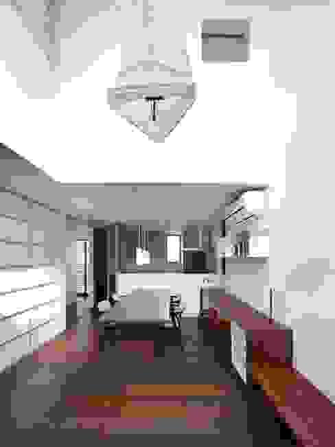 リビング/ダイニング/キッチン モダンデザインの リビング の 6th studio / 一級建築士事務所 スタジオロク モダン