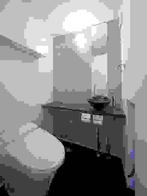 WC モダンスタイルの お風呂 の 6th studio / 一級建築士事務所 スタジオロク モダン