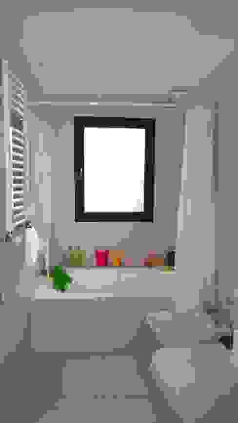 Baño niños Baños de estilo moderno de 2424 ARQUITECTURA Moderno Cerámico