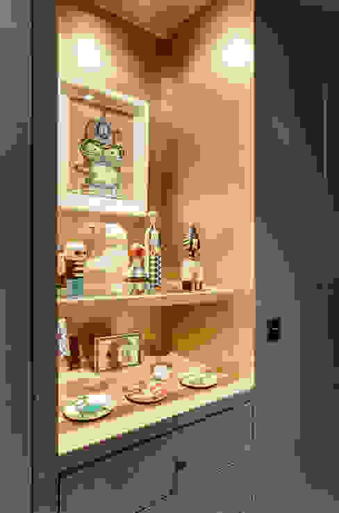 niche dorée: Couloir et hall d'entrée de style  par cristina velani, Moderne