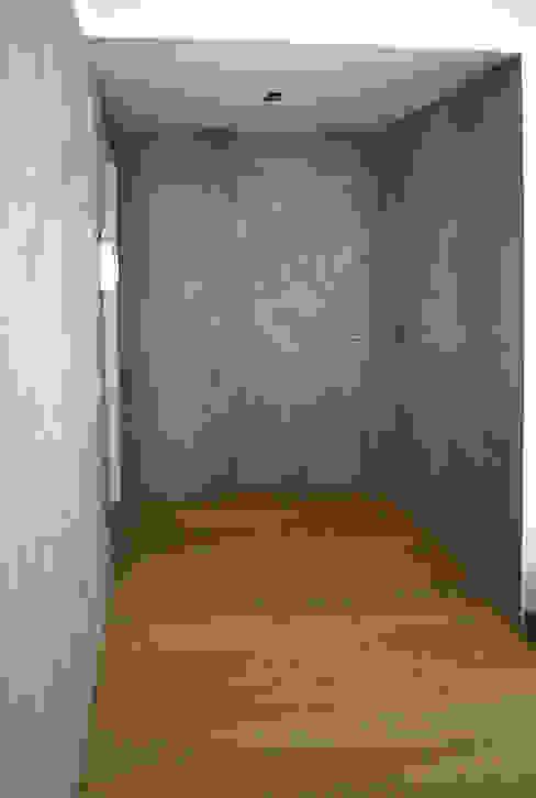 Progetto Miko design Pasillos, vestíbulos y escaleras de estilo moderno