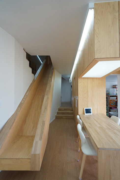 ADMOBE Architect Modern Corridor, Hallway and Staircase