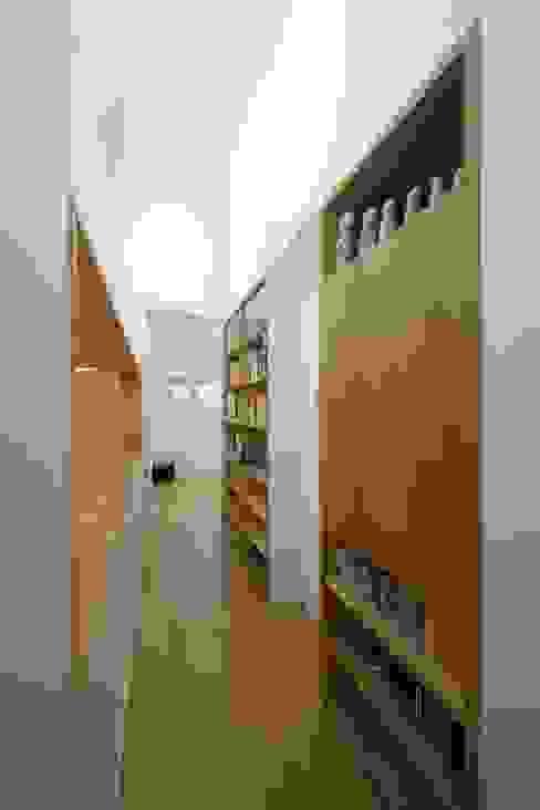 Sunlight House 빛이 쏟아지는 집 ADMOBE Architect 모던스타일 복도, 현관 & 계단