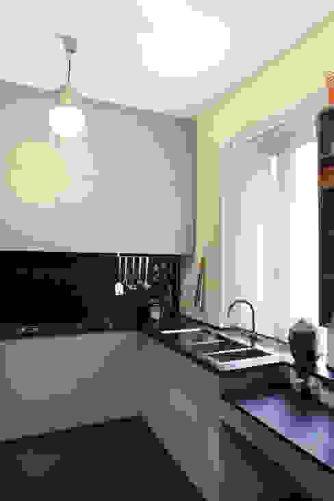 Progetto Nhà bếp phong cách tối giản bởi studio ferlazzo natoli Tối giản