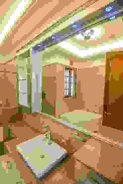 Baños rústicos de S.S. Design Studio Rústico