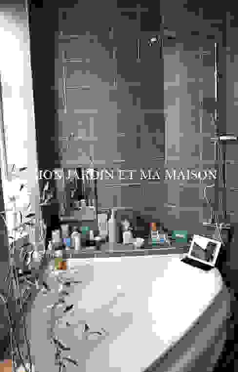 Bathroom : mon jardin et ma maison 의  욕실