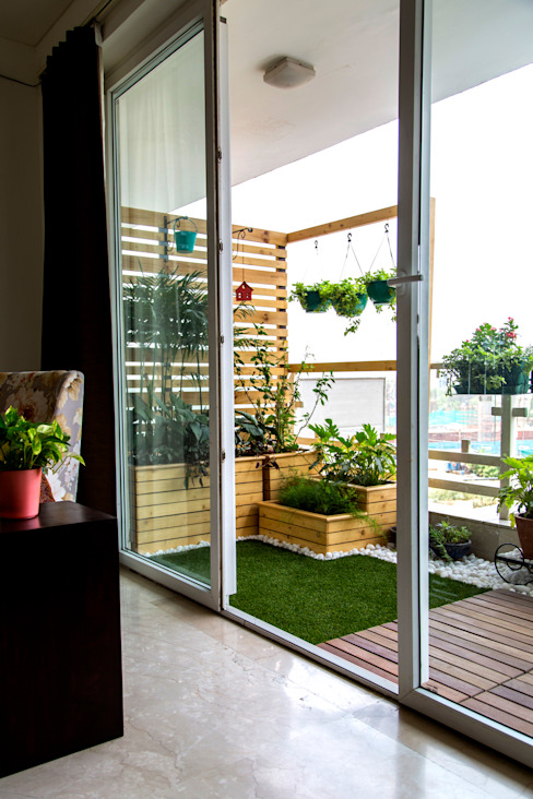 Balcony makeover - English Studio Earthbox Country style balcony, veranda & terrace