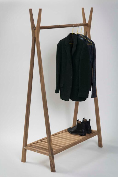 Totem Wooden Clothes Rail: minimalist  by Dupere Interior Design, Minimalist Wood Wood effect