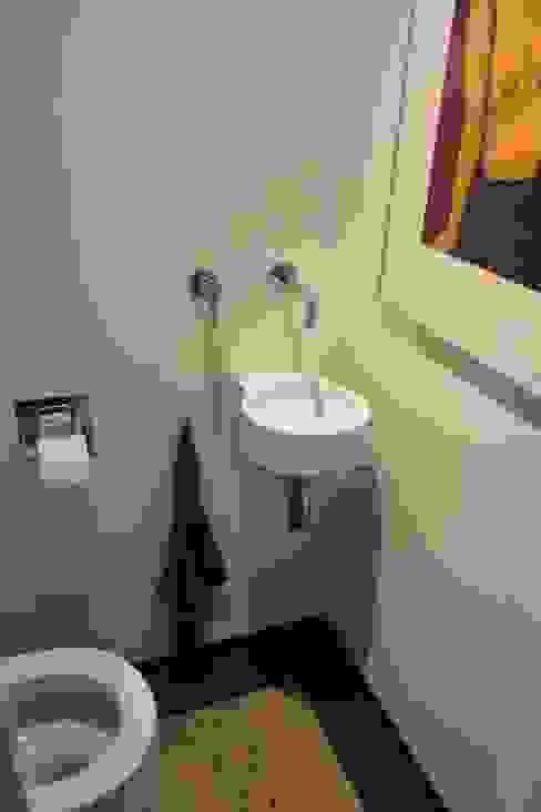 Verbouw woonhuis Arnhem:  Badkamer door Dick van Aken Architectuur,